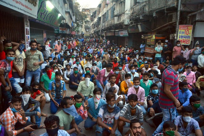 Gujarat SUrat migrant workers protest for better facilities.jpg