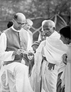 Mahadev_Desai_and_Gandhi_2_1939.jpg